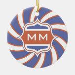 Azul blanco rojo espiral retro del monograma patri ornamentos para reyes magos
