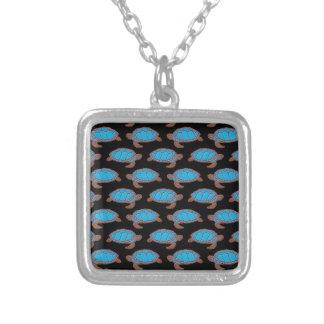 Azul brillante del modelo de la tortuga de mar en  collar