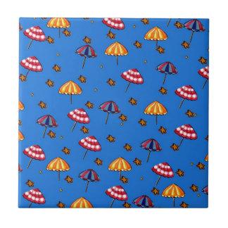 Azul caprichoso del arte popular de los parasoles  azulejo cuadrado pequeño