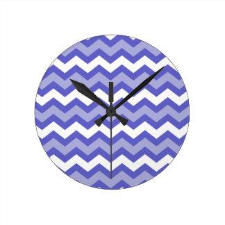 Azul Chevron de los marineros Reloj Redondo Mediano