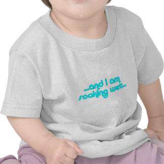 Azul claro mojado de impregnación camiseta
