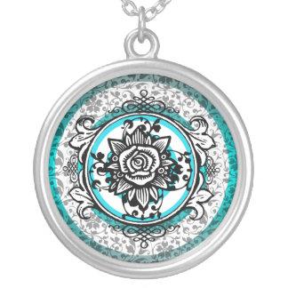 Azul color de rosa del collar del marco del