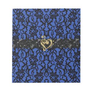 Azul con la libreta negra del corazón de la música bloc de notas
