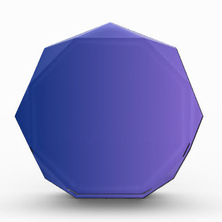 Azul de Catalina a la pendiente vertical púrpura m