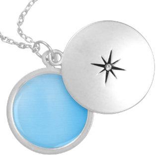 Azul de cielo metálico medallón