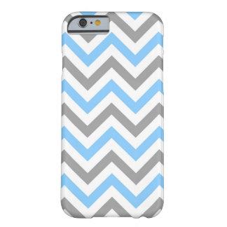 Azul de cielo, modelo de zigzag grande blanco gris funda para iPhone 6 barely there