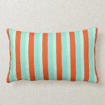 Azul de la aguamarina de la raya y naranja de la almohada