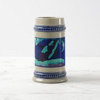 Azul de la ballena para la taza del stein del océa