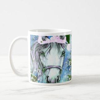 Azul del caballo del día de fiesta taza básica blanca