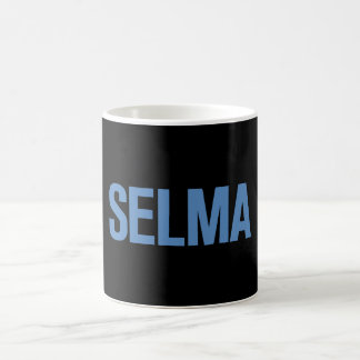 Azul del Día-Selma de MLK en negro Taza Básica Blanca
