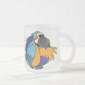 Azul del dibujo animado y Macaw del oro Tazas De Café
