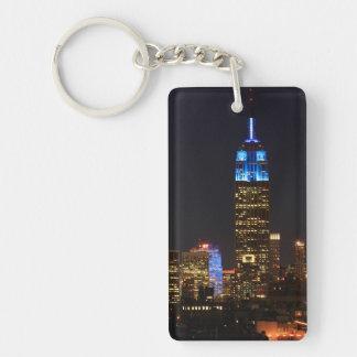 Azul del Empire State Building para el autismo Llavero