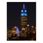 Azul del Empire State Building para el autismo Postal