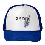 Azul del gorra de Damo