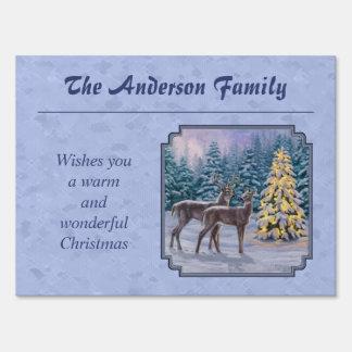 Azul del invierno de los ciervos y del árbol de letrero