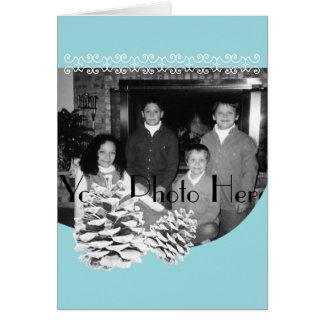 Azul del invierno y saludo de la foto de Pinecones Tarjeta De Felicitación
