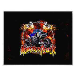 Azul del monster truck en el fuego cojinete