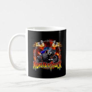 Azul del monster truck en el fuego taza clásica