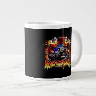 Azul del monster truck en el fuego taza grande