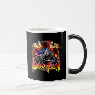 Azul del monster truck en el fuego taza mágica