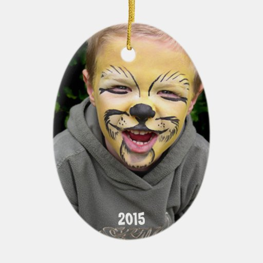 Azul del muchacho y ornamento de la foto de las adorno navideño ovalado de cerámica