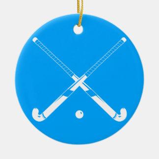 Azul del ornamento de la silueta del hockey hierba adorno navideño redondo de cerámica