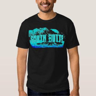 Azul del sur de la mota en la camiseta azul remera