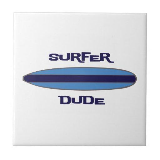 Azul del tipo de la persona que practica surf teja  ceramica