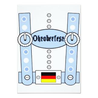 """Azul divertido de los Lederhosen de Oktoberfest Invitación 5"""" X 7"""""""