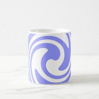 Azul, el blanco remolina náutico inspirado taza clásica