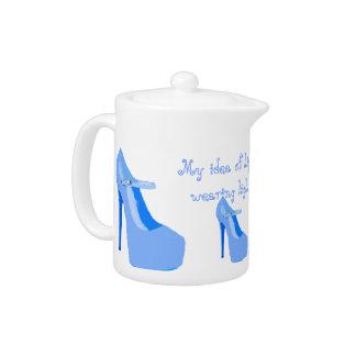 Azul en colores pastel del té del tacón alto