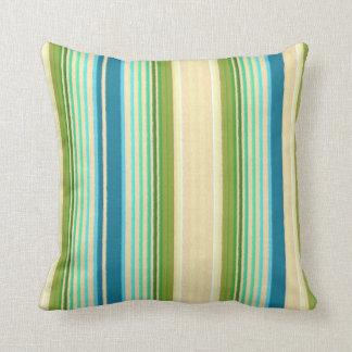 Azul en colores pastel y verde rayados cojines
