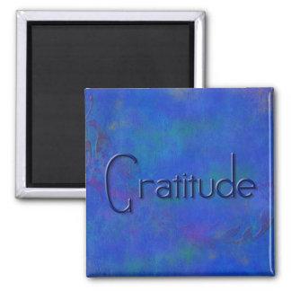 Azul en el imán azul de la gratitud del bloque