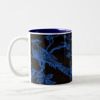 Azul en taza bosquejada negra del modelo del