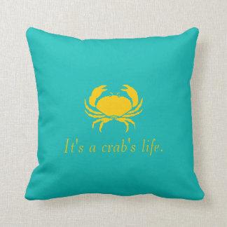 Azul es la vida de un cangrejo personaliza la cojín