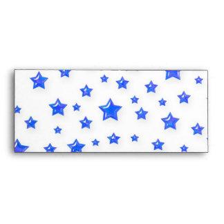 Azul estrellado en el sobre blanco