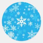 Azul feliz del modelo de los copos de nieve del pegatina redonda