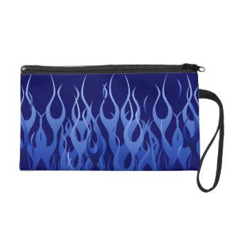 Azul fresco que compite con las llamas