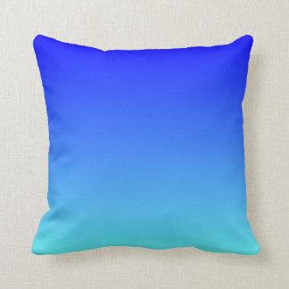 Azul ligero Ombre de la aguamarina Cojín