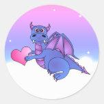 Azul lindo de los pegatinas del corazón del dragón pegatina redonda