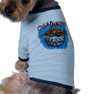 Azul lindo y peligroso de los pescados del fumador camisa de perro