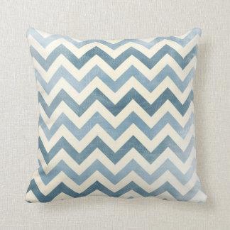 Azul náutico de la almohada del zigzag de Chevron