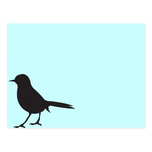 Azul negro y blanco del pájaro del gorrión de la s postal