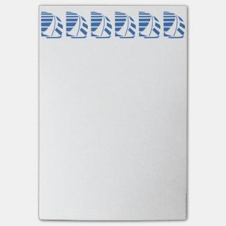 Azul que compite con notas pegajosas de los nota post-it®