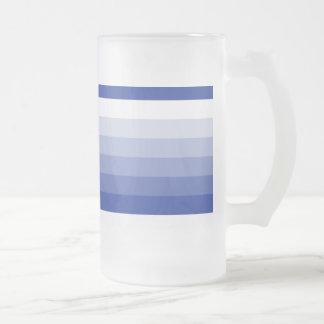 Azul real cuadrado de la pendiente al blanco taza de cristal