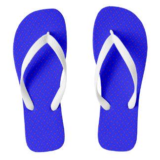 Azul real de los flips-flopes con los puntos rojos