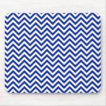 Azul real y blanco del modelo de zigzag de Chevron Alfombrillas De Raton