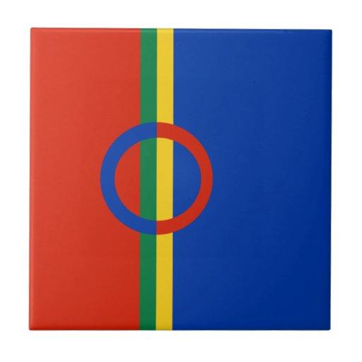 Azul rojo del círculo nórdico en la teja de Trivet