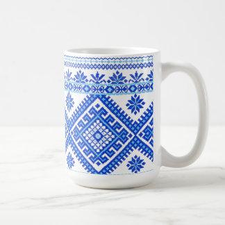 Azul ucraniano de la taza clásica en puntada cruza