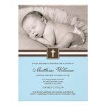 Azul y bautismo cruzado de la foto del muchacho de invitación